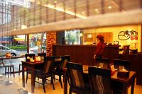 滬舍餘味餐館 【店內環境古樸典雅,窗外還有一小排竹林綠意盎然】
