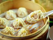 滬舍餘味餐館 【店內招牌之一-小籠包,是來自上海的道地風味,由原本從事中醫師的張駿研發,是許多饕客來店必點的美食之一】