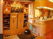 美日牙醫診所 【◆診所一樓入口櫃檯處,映入眼簾的柔美燈光,令人心情舒適。】